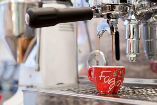 Espressomaskin med kopp